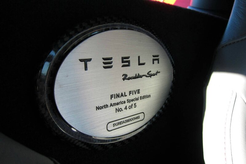 tesla-roadster-final-edition-edition-plate