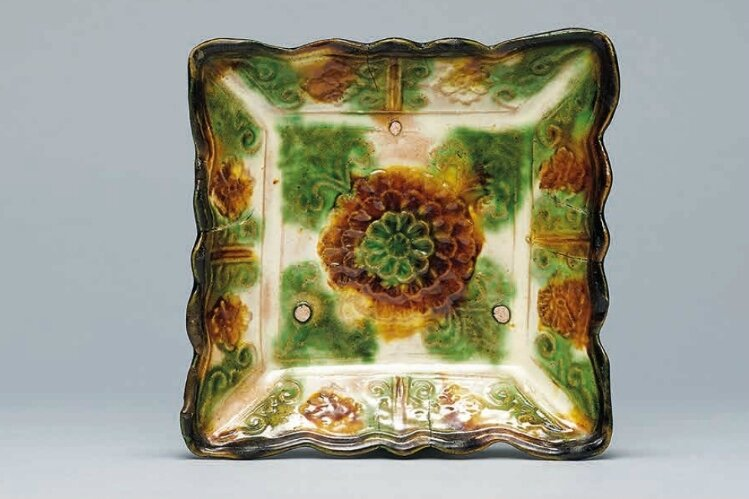 A sancai-glazed square dish, Liao Dynasty (907-1125)