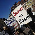 Les écoles de #mulhouse dans la rue pour défendre les rased contre #sarkocasuffit