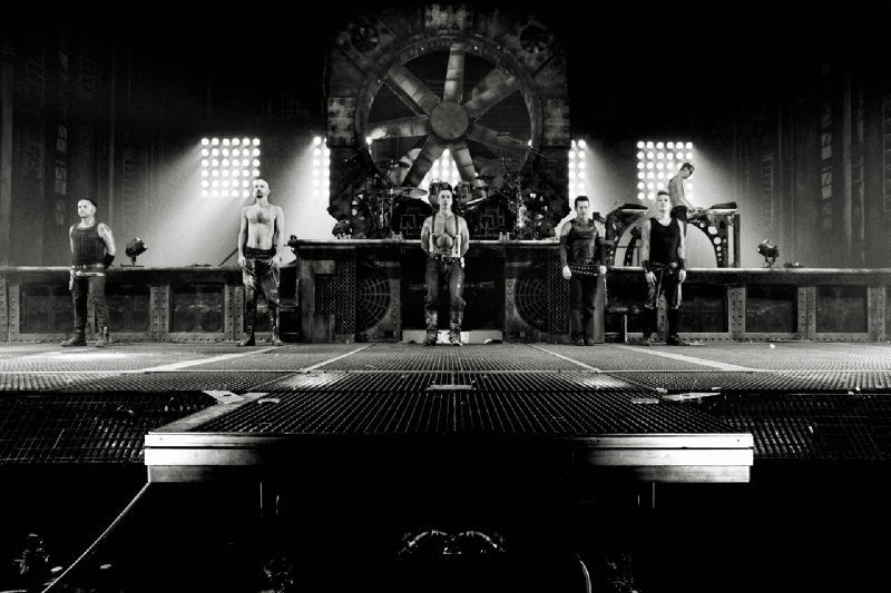 concert de rammstein la petite bulle de charlotte. Black Bedroom Furniture Sets. Home Design Ideas