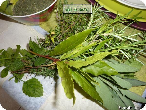 Herbes de provence faites maison blogs de cuisine - Faire secher du thym ...