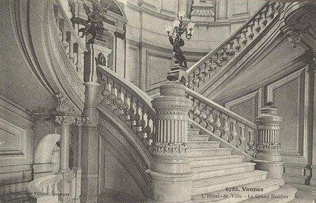 6782___Hotel_de_ville___le_grand_escalier___bas