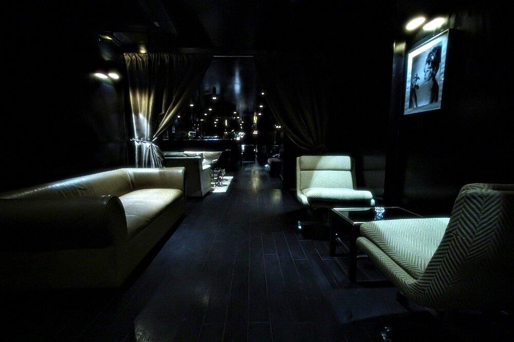 le nouveau club chicissime et sexy au possible paris. Black Bedroom Furniture Sets. Home Design Ideas