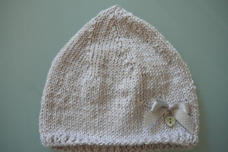 Bonnet en soie gris perle (taille naissance)