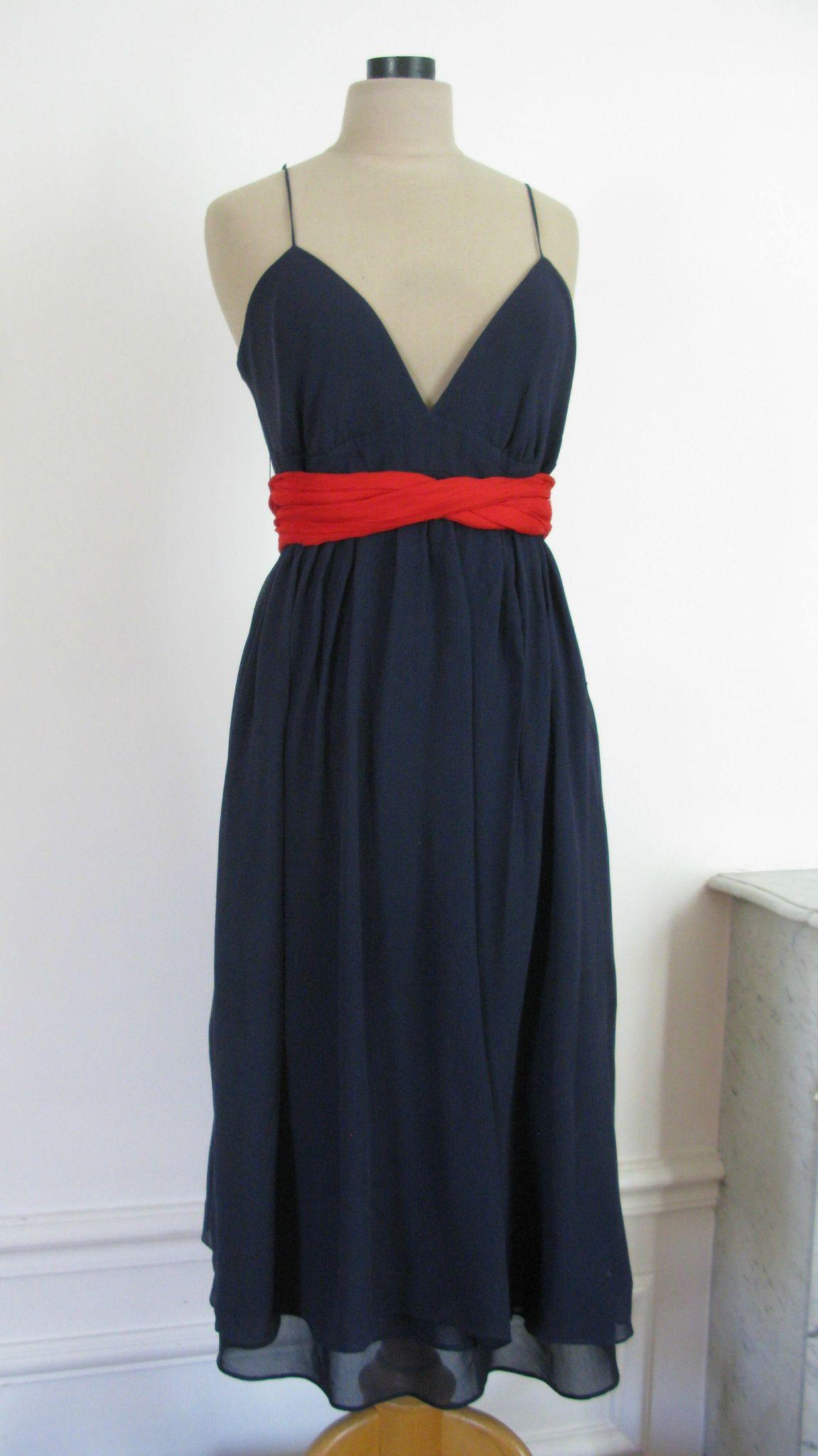 Robe bleu marine ceinture rouge