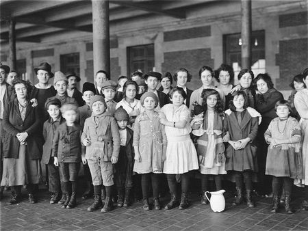 immigrants_at_ellis_island_1908_red