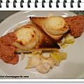 Crottin de chavignol rôti et coulis d'oignons rouges à la tomate