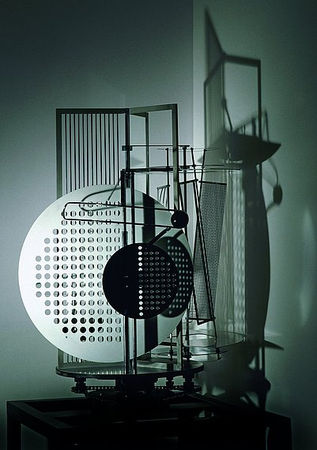 Moholy_Nagy_Space_modulator_1922