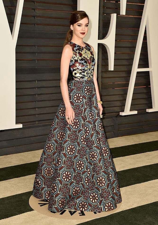 Hailee Steinfeld wore Andrew Gn PreFall 2015 ikat-inspired embroidered gown at the Vanity Fair Oscar party