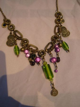 collier  breloques , violet vert