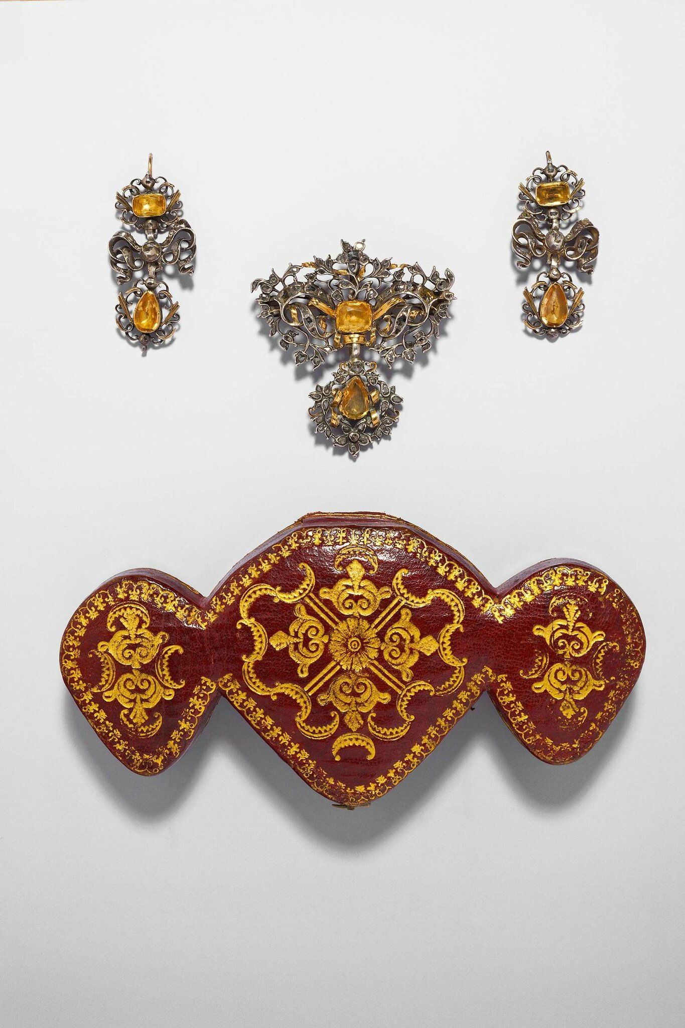 A demi parure with its fitted case, Portugal, last third of the 18th C
