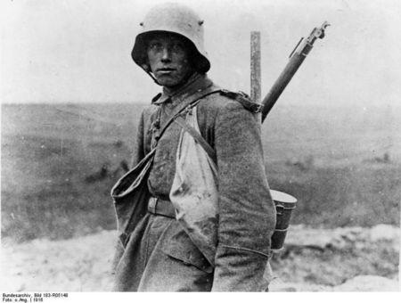 793px_Bundesarchiv_Bild_183_R05148__Westfront__deutscher_Soldat
