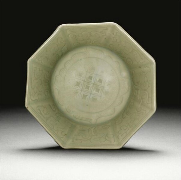 A rare 'Longquan' octogonal dish, Ming dynasty, 15th century