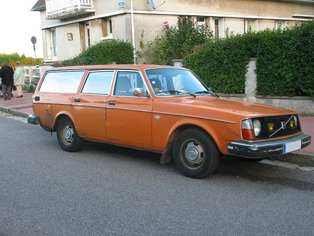 Volvo245DL1974av1