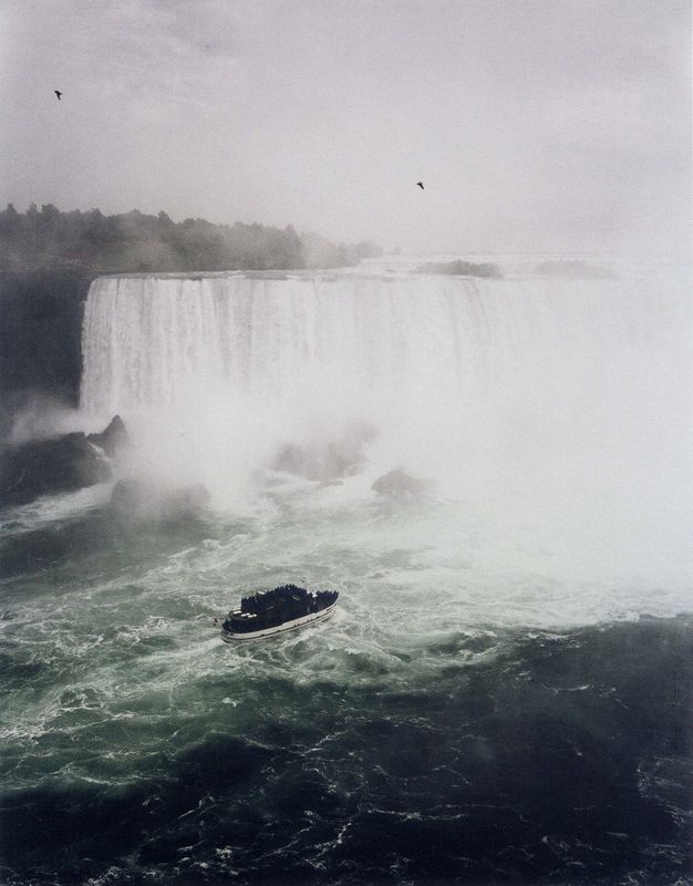 04. Andréas GURSKY, Niagara Fälle, 1989.