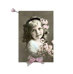 Petite fille ruban & aiguille