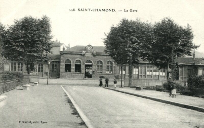deuxième gare de Saint-Chamond photo de travers