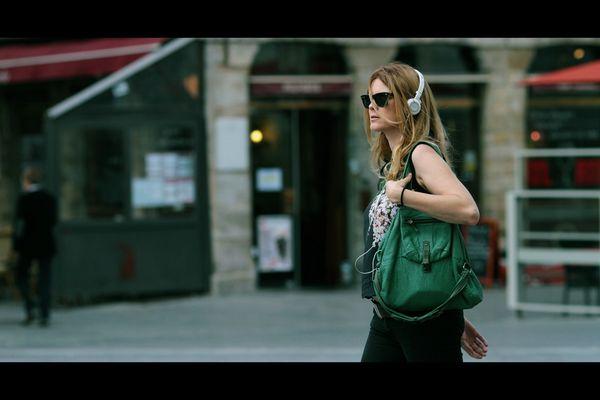 Dame_lunettes_sac_musique