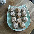 Bouchées au beurre de cacahuètes et noix de coco râpée!
