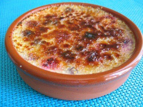 Creme Brulee With Fruit Creme brulee aux fruits rouges