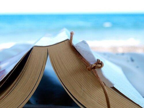 74 % des européens préfèrent lire un livre papier en vacances