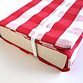 Couverture de livre en tissu coton rouge à carreaux