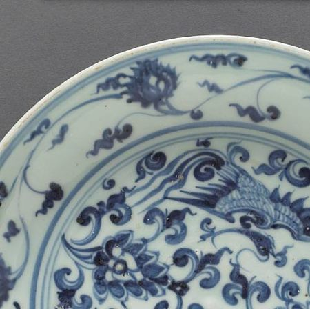 A_blue_and_white_porcelain_dish_with_phoenix_and_floral_spray_decoration5