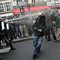La police a parqué et brutalisé des manifestants non-violents à paris