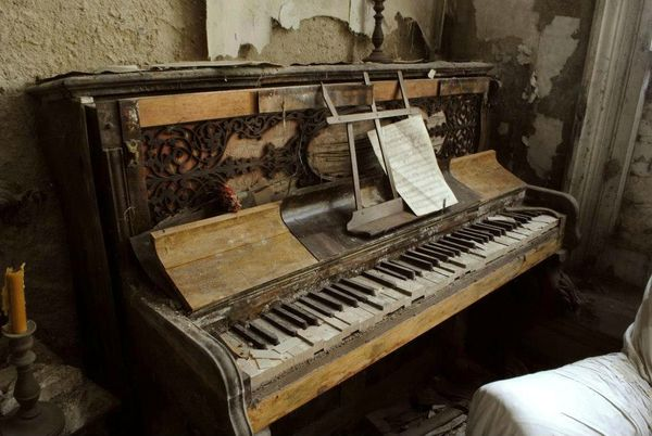 Berkyn Manor piano