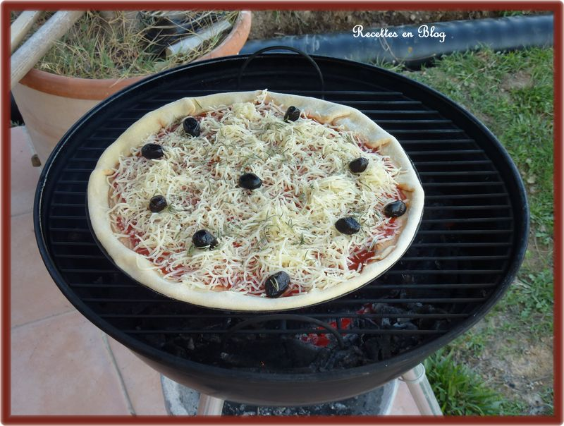 pizza au fromage cuite au barbecue recettes en blog. Black Bedroom Furniture Sets. Home Design Ideas
