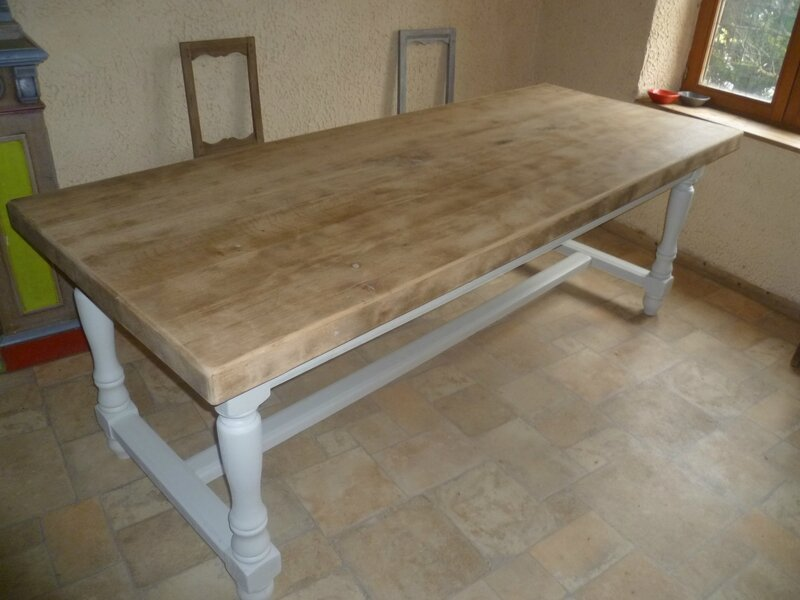 Renover table bois je repeins une table en bois with - Vieille table en bois ...