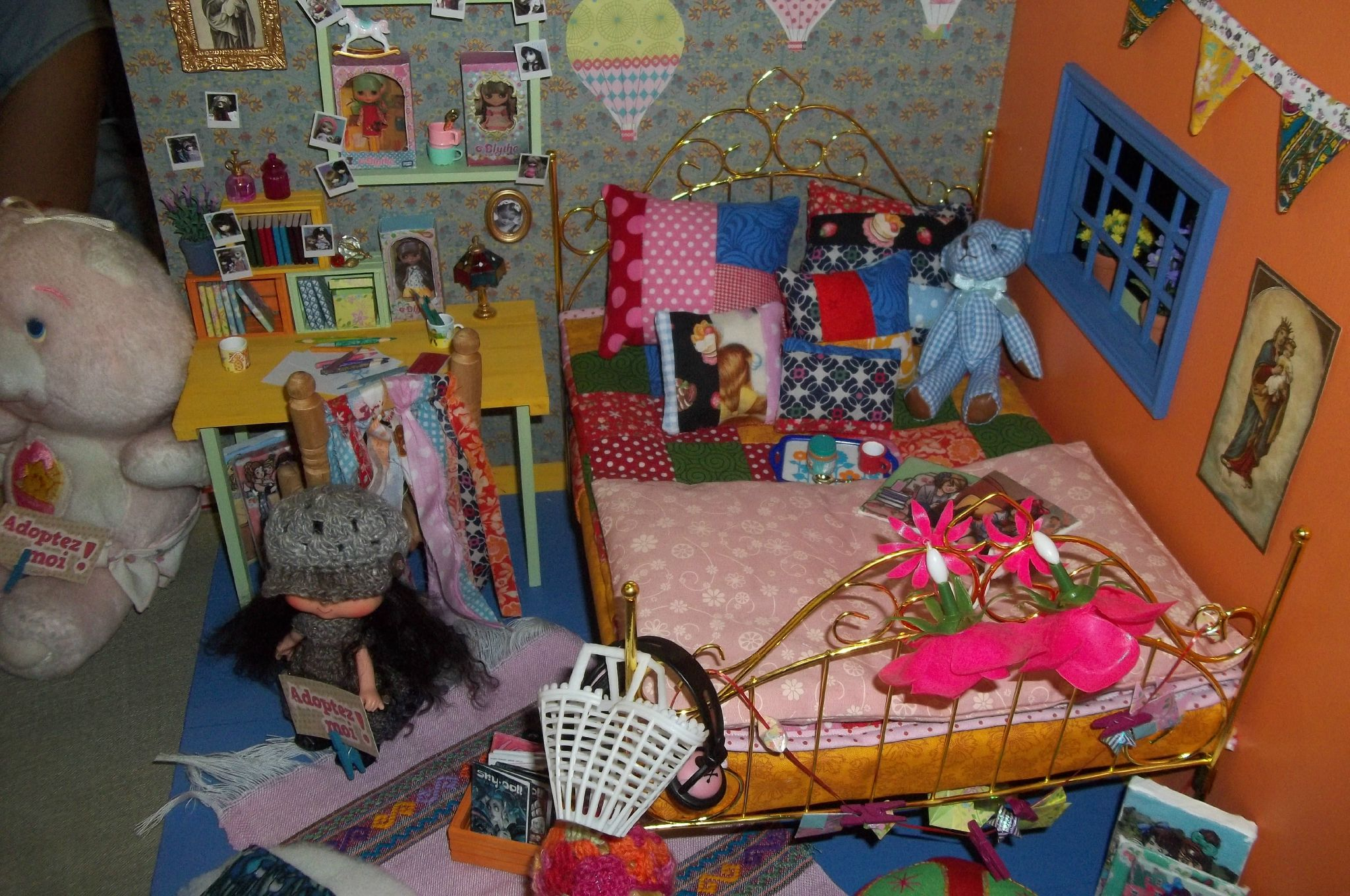 Dollhouse termin monster high et pulllip a mon univer - Comment faire un lit pour monster high ...