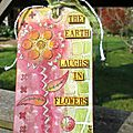 All about stencils... two tags for challenges / deux tags
