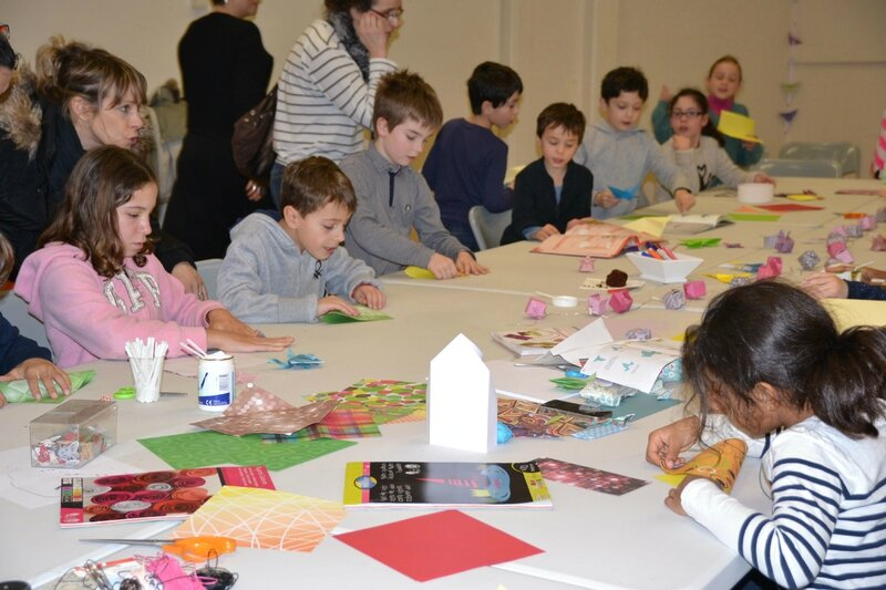 Atelier origami table enfants