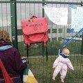 Manfestation devant le centre ferme