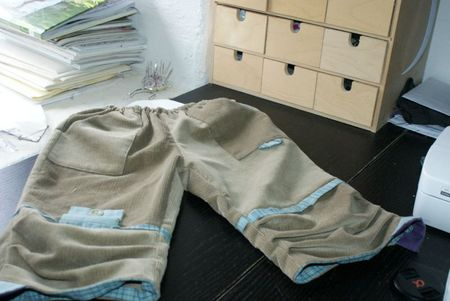 pantalon mais sur table