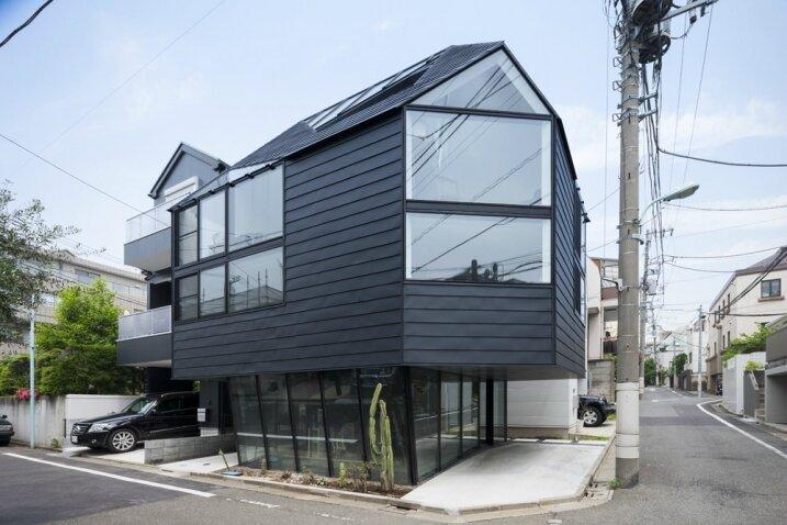 Maison-avec-facade-tole-noir-e1429775001308