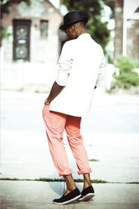 chapeau et pantalon rose