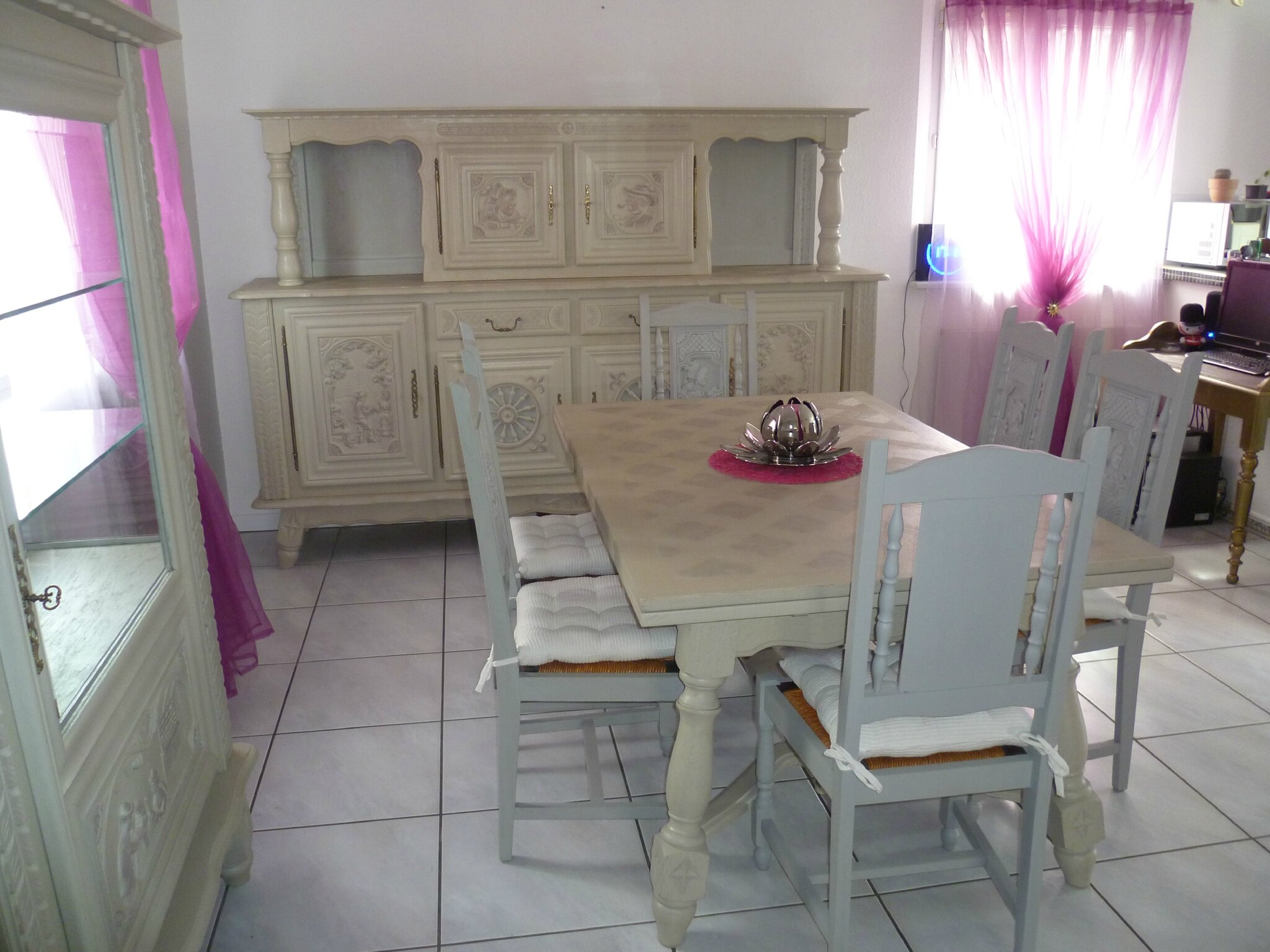 Relooker une table en ch ne ou merisier table monast re for Salle a manger style basque