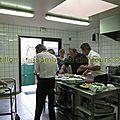 16 On s'affaire à la cuisine