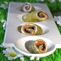 Crêpes vertes au saumon fumé, herbes et oeufs de poisson