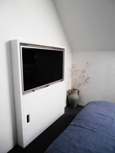 le probl me tv ou comment int ger une t l dans un jour un objet. Black Bedroom Furniture Sets. Home Design Ideas