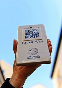 423px-QRpedia_plaque_for_River_Wye_2