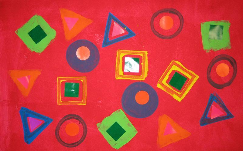 Fond gouache au rouleau+empreintes ronds,carrés,triangles+gommettes.