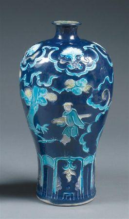 deux vases meiping de type fahua en porcelaine maill e turquoise et beige sur fond bleu nuit. Black Bedroom Furniture Sets. Home Design Ideas