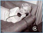 1958_Marilyn_WhiteDress_01_Sofa_phone_030