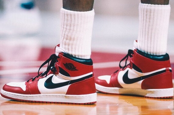 nike_air_jordan_1_chicago_1985