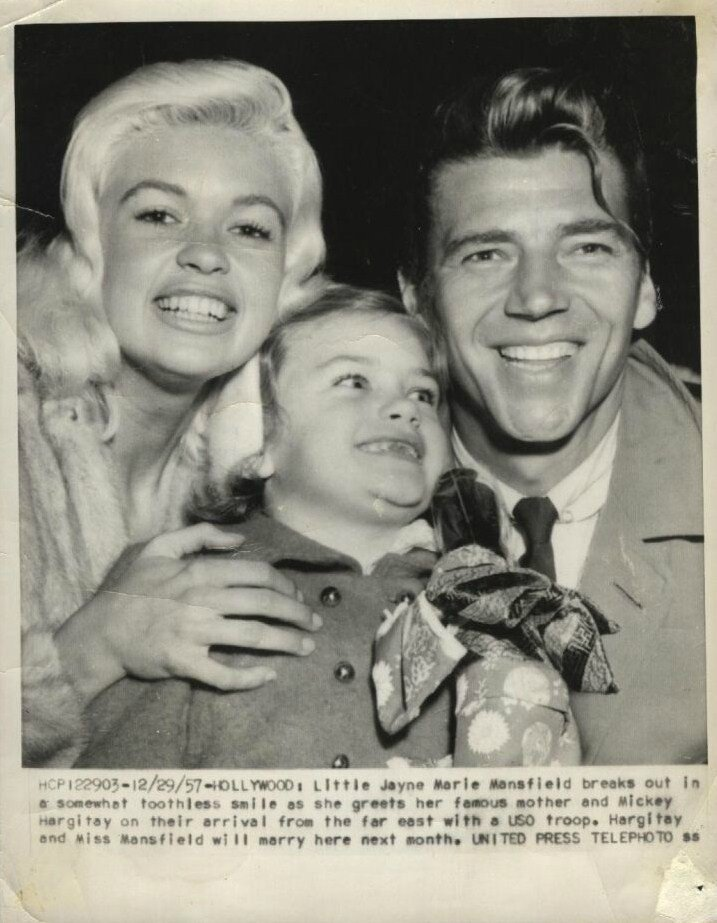 jayne-1957-12-29-hollywood-family-1