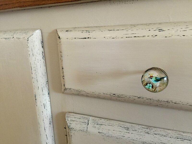 Patine a l'ancienne et boutons de porte Chehoma. DR Le Meuble du Photographe