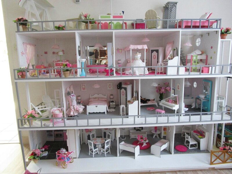 maison barbie tr s grand changement construction de maisons de poup e barbie. Black Bedroom Furniture Sets. Home Design Ideas
